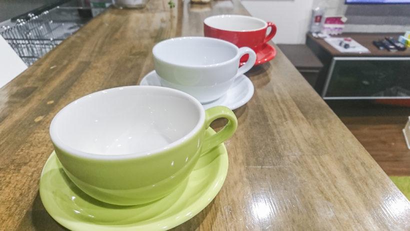 カラフルな美濃焼のカップ&ソーサー『ORIGAMI』