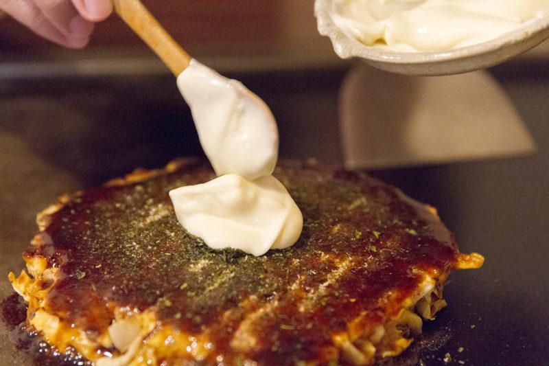 中道のお好み焼きに手作りマヨネーズをON