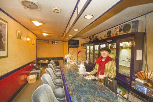 オカマバー機関車のママ