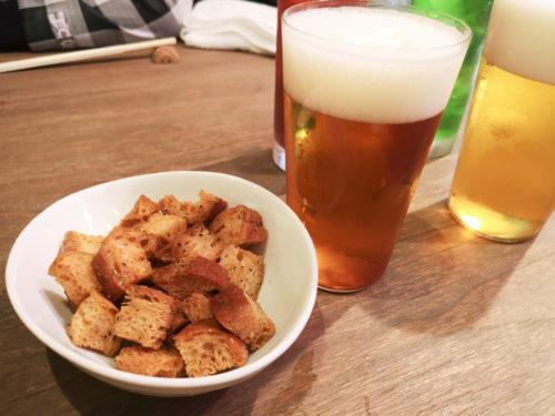クラフトビールとガーリックラスクルトン